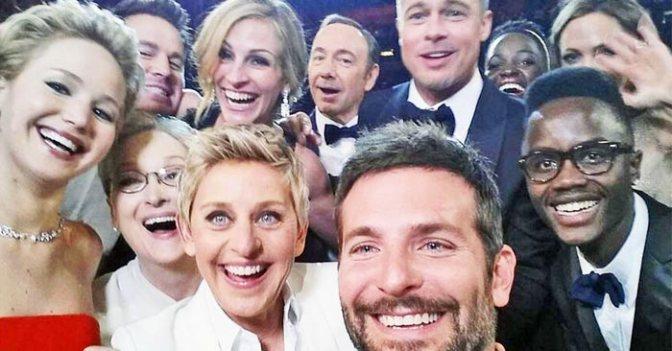Hashtag ve Selfie Kelimeleri Merriam Webster Sözlüğüne Girdi